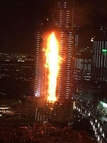 두바이판 타워링? 63층 호화호텔 20층서 화재